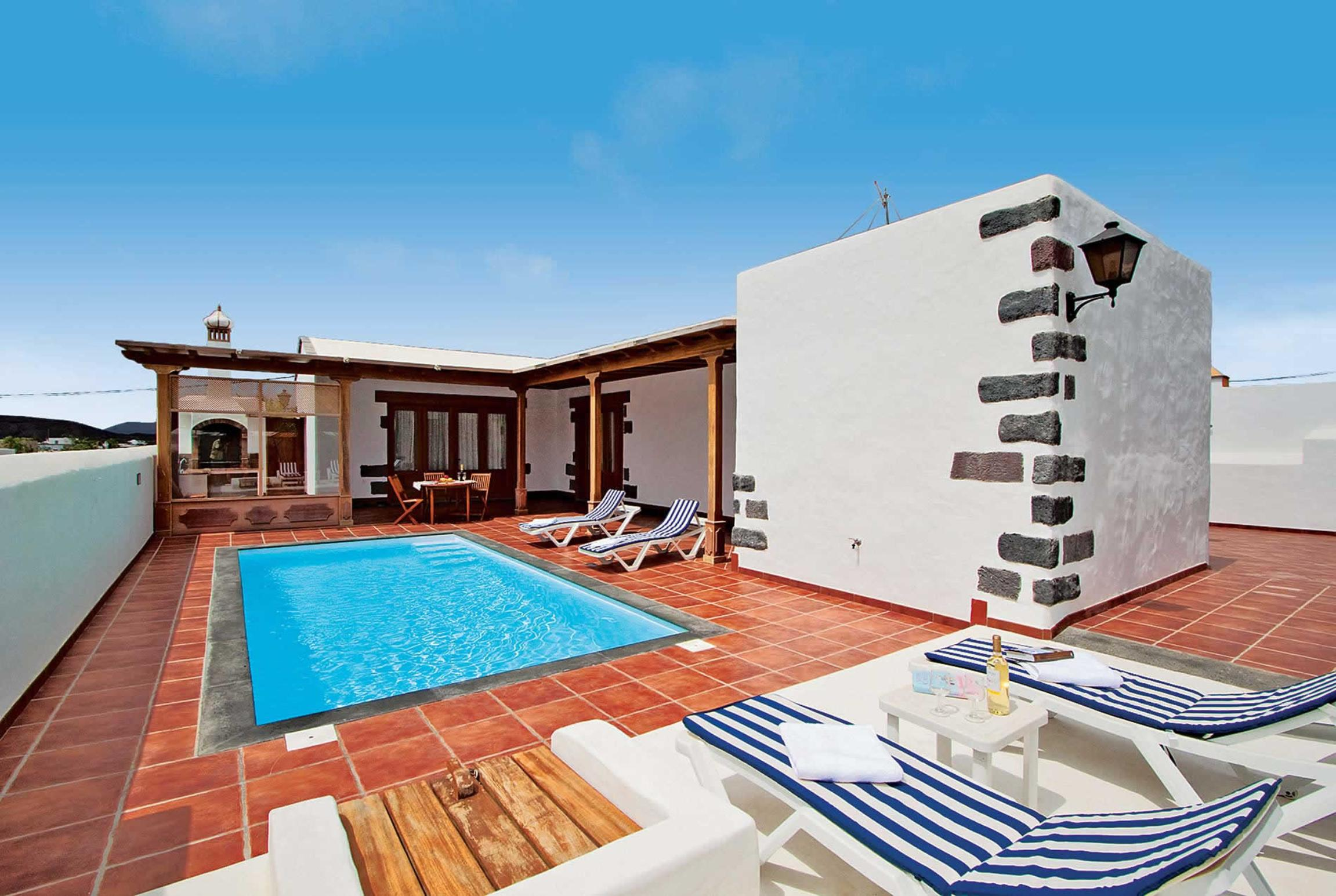 Read more about Buenlugar villa