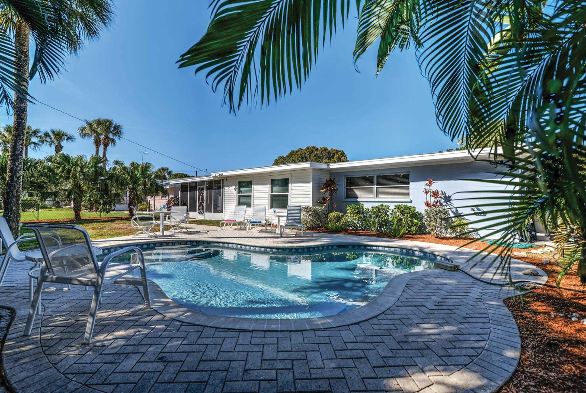Read more about 405 Bay Palms villa