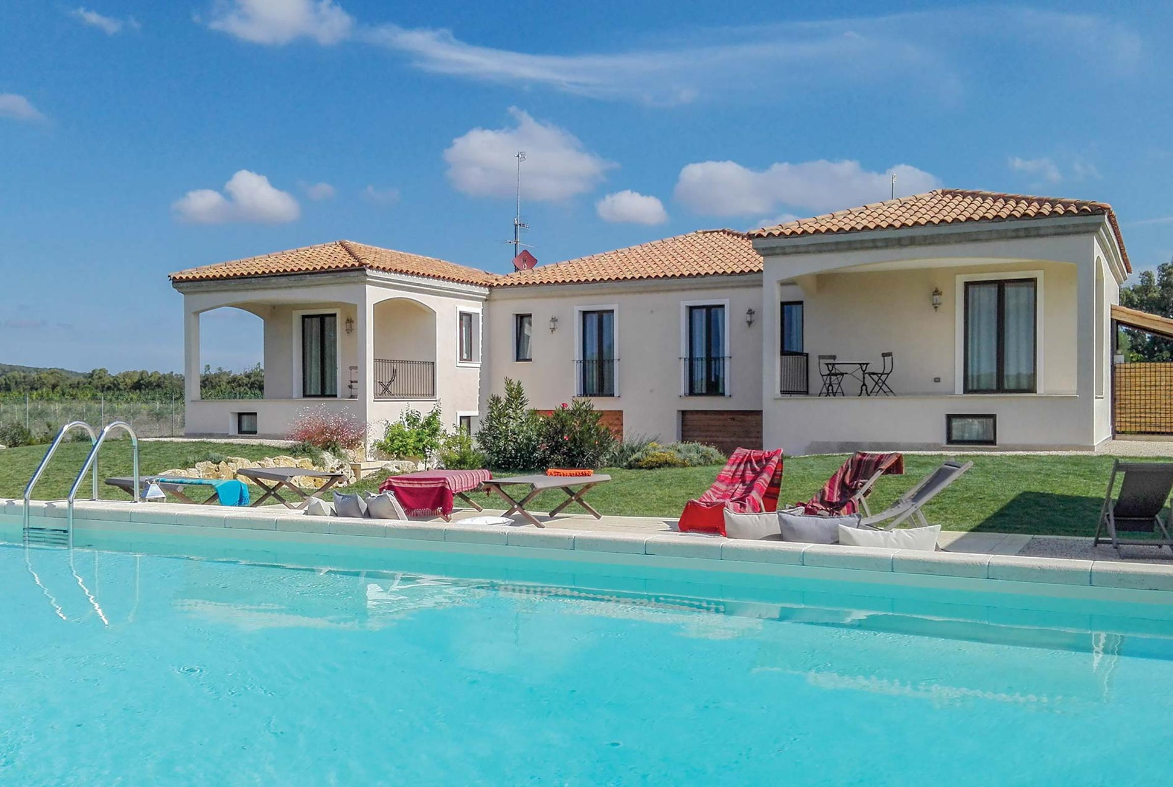 Read more about Monis villa
