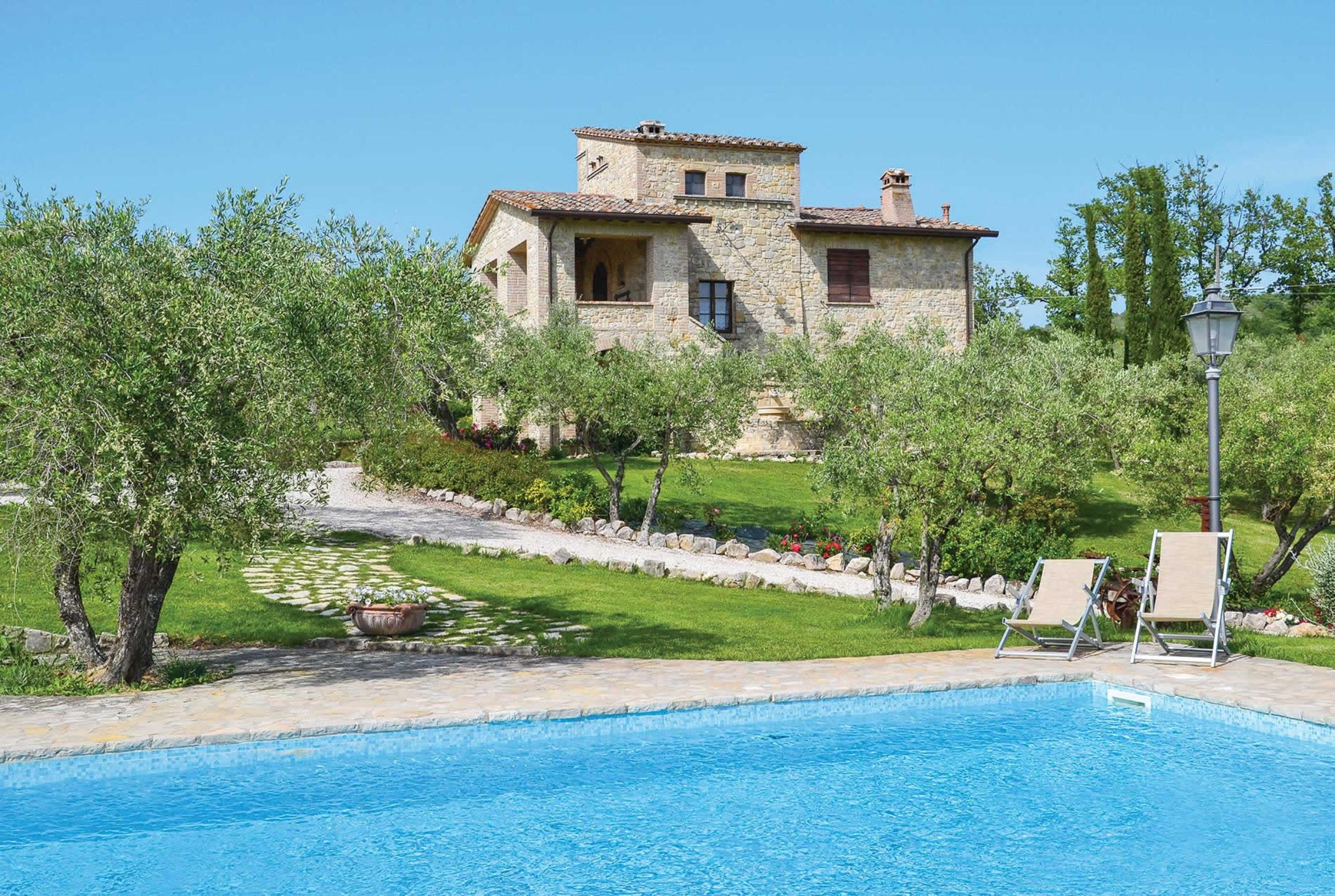 Read more about Le Rose villa
