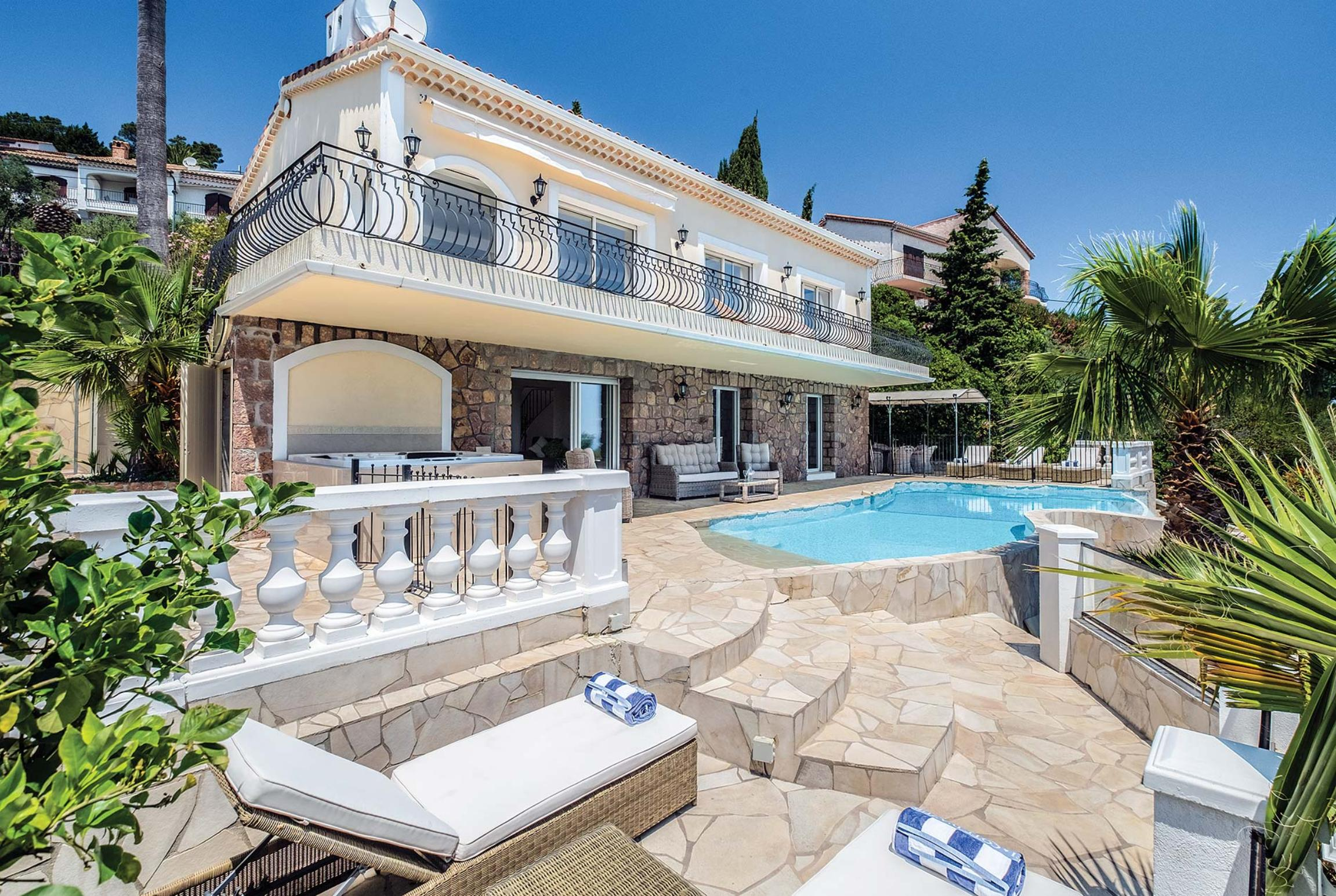 Read more about Palmiers villa