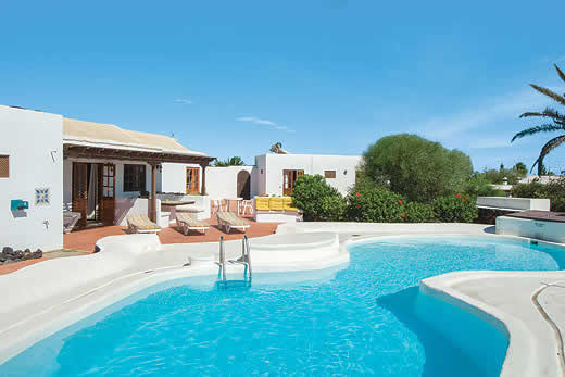 £1141.00 for Lanzarote self catering holiday