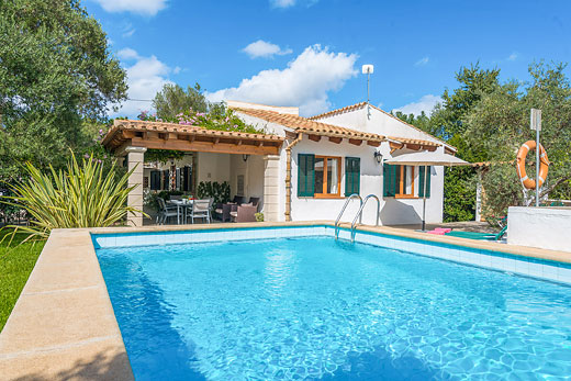 Enjoy a great self catering holiday villa in Mallorca