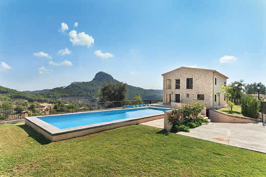 £1165.00 for Mallorca self catering holiday