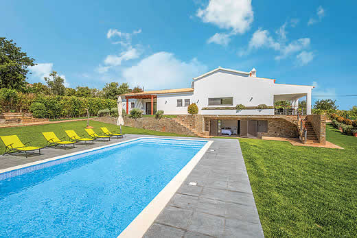 Enjoy a great self catering holiday villa in Algarve