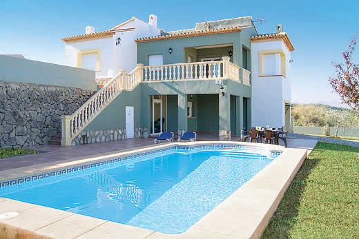 Holiday villa deal for Costa Blanca with private swimming pool