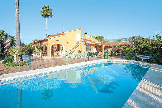 £327.00 for Costa Blanca self catering holiday