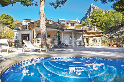 £775.00 for Costa Blanca self catering holiday