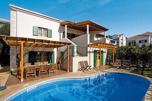 Holiday villa offer for Dalmatia with swimming pool