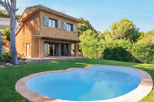 £751.00 for Costa Brava self catering holiday