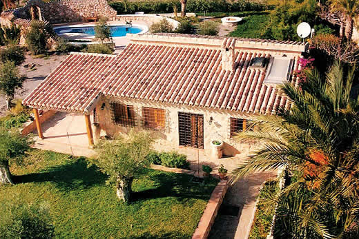 £760.00 for Almeria self catering holiday
