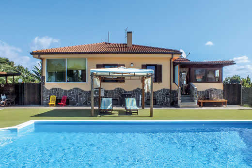 Read more about Arenosu villa