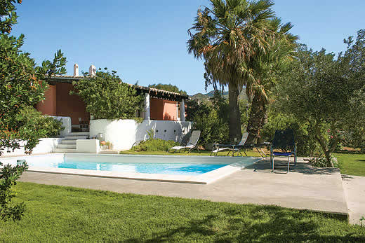Holiday villa deal for Sardinia with private swimming pool