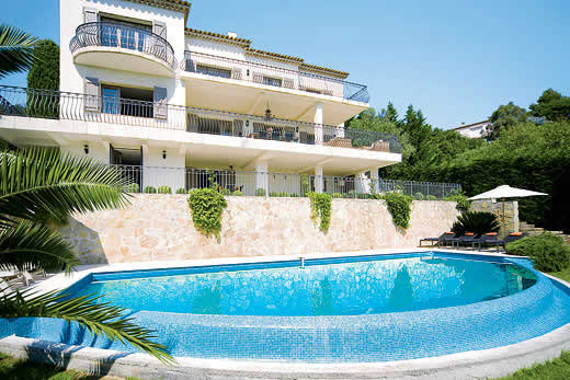 £3800.00 for Cote d`Azur self catering holiday