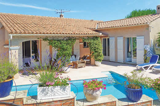 Holiday villa offer for Cote d`Azur with swimming pool